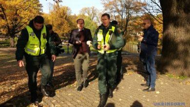 Photo of У Латвії затримали росіян-псевдожурналістів, які терлися біля Зеленського