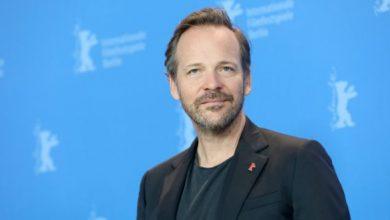"""Photo of Пітер Сарсгаард зіграє лиходія в новому фільмі """"Бетмен"""" Метта Рівза"""
