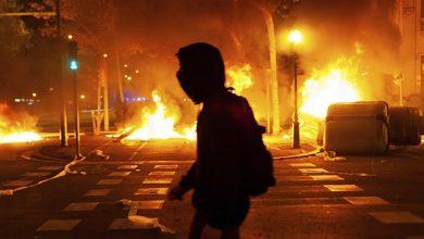 Photo of У столиці Сербії оголошено комендантську годину: на протести вийшли тисячі людей