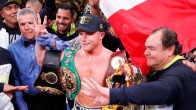 """Photo of Сауль Альварес виграв приз """"Боксер року"""" від журналу The Ring"""