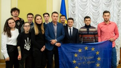 """Photo of Зеленський на зустрічі з учасниками Євромайдану обговорив долю активістів, розслідування вбивств і """"нормандський саміт"""""""