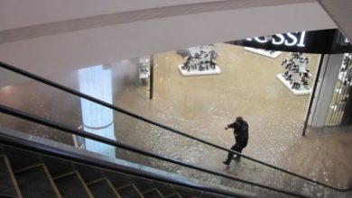 Photo of Прорив труби біля Ocean Plaza у Києві: Торгово-розважальний центр відновив роботу