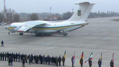 Photo of У Бориспіль прибув літак з тілами загиблих українців – розпочалася церемонія прощання