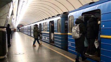 Photo of У Києві жінка намагалася викрасти в метро чужу дитину: фото, відео