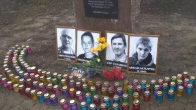 Photo of Роковини страшного теракту: сотні людей вшанували пам'ять загиблих у Харкові – фото, відео