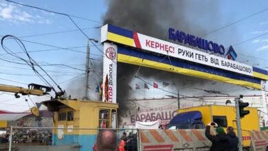 """Photo of У Харкові на """"Барабашово"""" сталися сутички, підпалили вхідну арку: відео"""