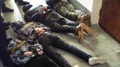 Photo of У Жмеринці невідомі в масках увірвалися на сесію міськради: багато постраждалих і затриманих