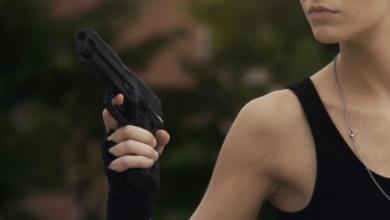 Photo of Робила селфі з пістолетом: няня вистрілила у живіт дитині