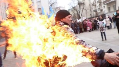 Photo of Самопідпал під Офісом президента: Постраждалого чоловіка госпіталізували у важкому стані