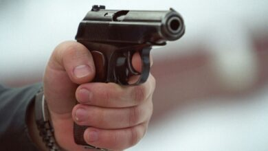 Photo of Вулицями Ніжина розгулював чоловік з пістолетом