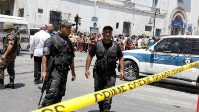 Photo of Двоє мотоциклістів підірвали себе у Тунісі біля посольства США: фото, відео