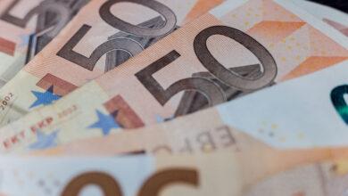Photo of Готівковий курс валют 26 березня: гривня ще більше подешевшала