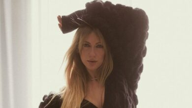 Photo of Спокуслива Леся Нікітюк у чорній сукні-піджаку похизувалася стрункими ногами: привабливе фото