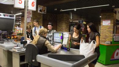 Photo of У Чернівцях хочуть закрити магазини, в яких не можна розрахуватися карткою
