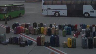 Photo of Українців, що прилетіли з Балі, не випускають з літака 8 годин: фото, відео