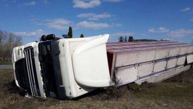 Photo of На Ніжинщині перекинулась вантажівка. Фото