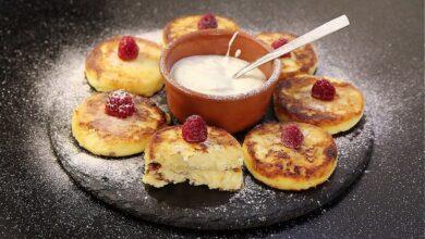 Photo of Домашній рецепт сирників з родзинками в духовці