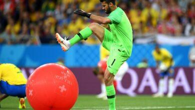 Photo of Воротар збірної Бразилії проткнув на полі повітряну кульку. Тепер це мем