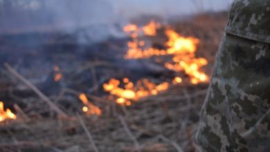 Photo of У Росії рятувальник заснув під час пожежі: у чоловіка обгоріли ноги