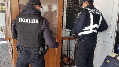 Photo of Хто порушував карантин: ніжинські поліцейські, чи власник крамниці?