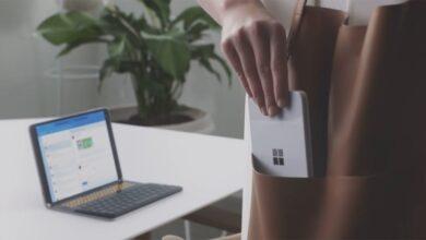Photo of Microsoft поділилася першою фотографією зі складного смартфона Surface Duo