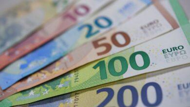 Photo of Готівковий курс валют 10 квітня: долар знову дешевшає