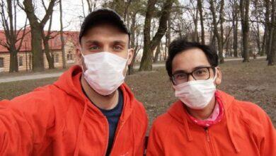 Photo of Двоє шведів поїхали у навколосвітню велоподорож, але через карантин застрягли у Львові