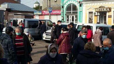 Photo of У Ніжині під ринком торгують незаконно, проте в масках та рукавичках