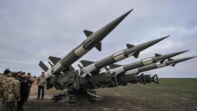 Photo of Снаряд у дворі житлового будинку: ЗСУ зупиняє стрільби ЗРК для перевірки ракет