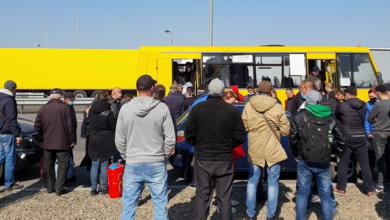 Photo of Заробітчани повертаються в Україну: на кордоні з Угорщиною величезні черги