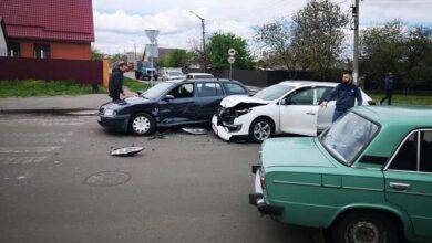 Photo of На перехресті Незалежності та Синяківської зіткнулися два авто. Фото