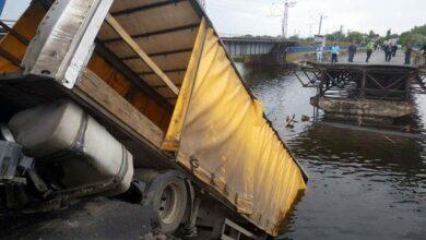 Photo of У Дніпропетровській області обвалився міст, коли по ньому їхала вантажівка