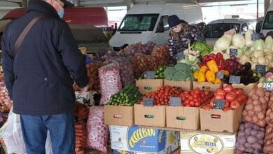 Photo of Враховуємо дистанцію: на центральному ринку Ніжина не вистачає місць для торгівлі