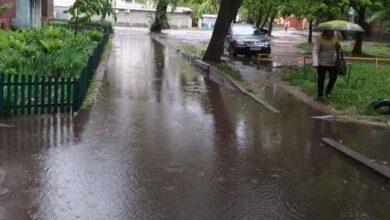 Photo of Майже Венеція: як у Ніжині підтоплює вулиці. Фото