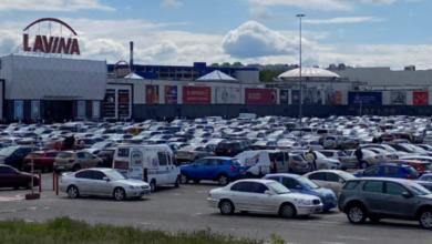 Photo of Забиті парковки та черги до магазинів: як кияни штурмують ТРЦ
