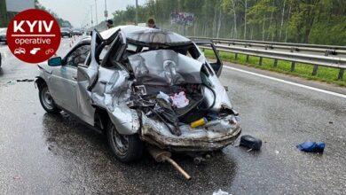 Photo of Під Києвом вантажівка влетіла в легковик – четверо постраждалих
