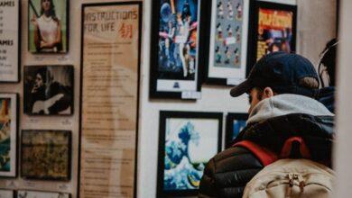Photo of У Запоріжжі відвідувач галереї зірвав відому картину у стилі ню