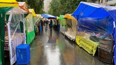 Photo of З масками на підборідді: як у Києві запрацювали ярмарки