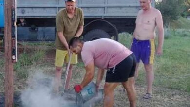 Photo of Небайдужі крутяни власноруч облаштовують волейбольний майданчик
