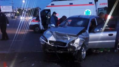 Photo of У Дніпрі через зітнення з легковиком мікроавтобус перекинувся на дах: постраждали три людини