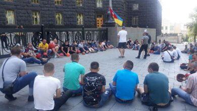 Photo of Чотири місяці без зарплати: шахтарі з Червонограду мітингують під Кабміном