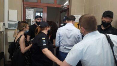 Photo of Порошенку обирають запобіжний захід: нардеп прибув до зали суду
