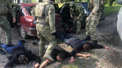 Photo of Давали людям наркотики, а потім ловили: на Дніпропетровщині затримали поліцейських