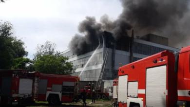 Photo of Будівлю охопив вогонь: у Запоріжжі масштабна пожежа на взуттєвій фабриці