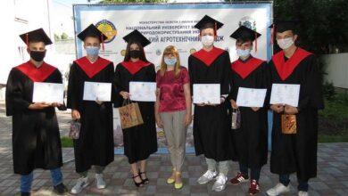 """Photo of У «Ніжинському агротехнічному коледжі"""" вручили дипломи понад 150 фахівцівцям"""
