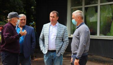 Photo of Анатолій Лінник провів виїзну нараду щодо ремонту внутріквартальної дороги