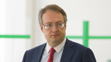 Photo of П'яний глава комісії та відсутність кабінок: Геращенко про порушення на виборах