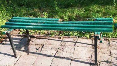 Photo of Вандали і місто не мають спокою: у Ніжині пошкодили ще дві лавки