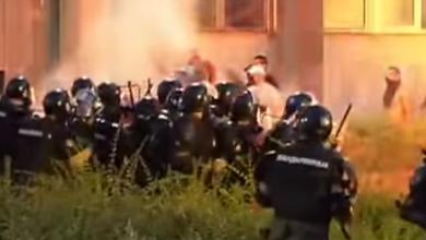 Photo of Протести у Сербії: бійки з поліцією та вимога скасувати комендантську годину