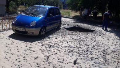 Photo of Фонтан до 5 поверху: в Києві прорвало трубу, камінням побило вікна будинків і авто